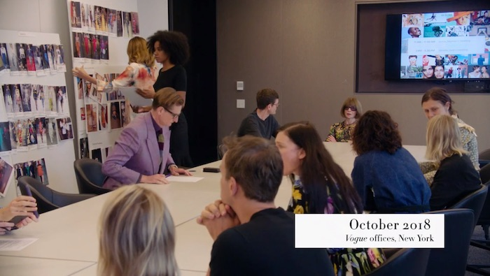 Anna Wintour leading a meeting in her MasterClass