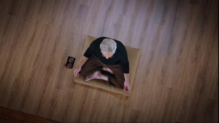 Jon Kabat-Zinn meditating in his MasterClass