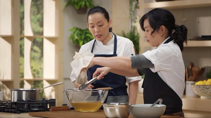 Niki Nakayama cooking